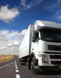 Jak utrzymać koncentrację na drodze -  porady dla kierowców tira